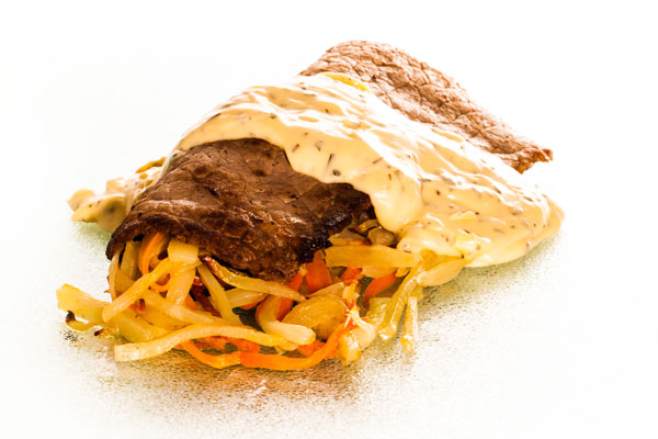 Pounded beef with Béarnaise sauce and oven baked julienne potatoes, carrots and onions