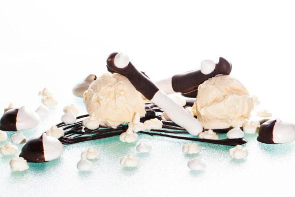 Meringue, ice cream and chocolate dessert