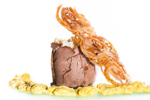 Cold roast beef with potato salad, remoulade sauce and fried onions